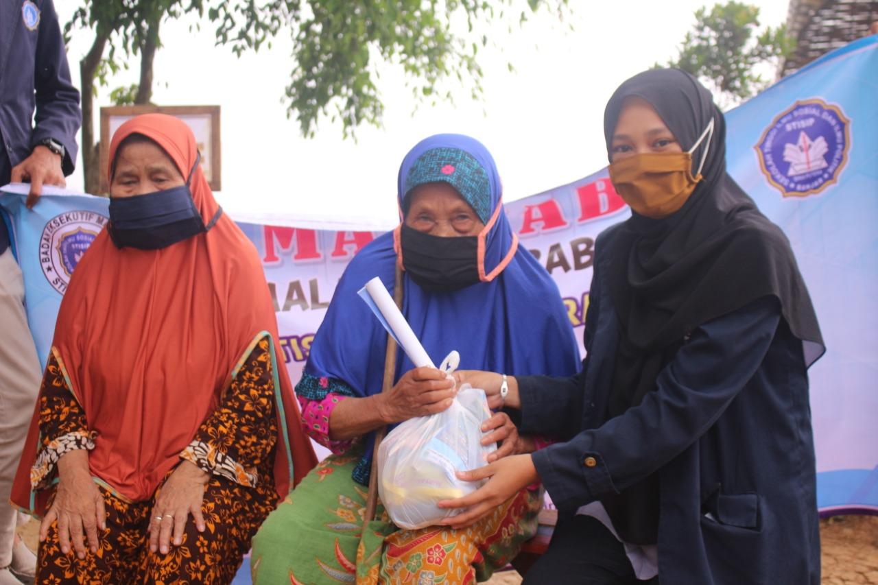 BEM STISIP Bina Putera Banjar Santuni Lansia dan Anak Yatim